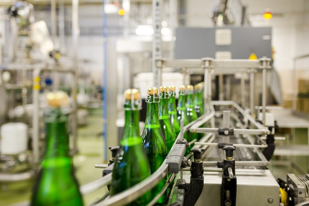 Bottles moving conveyor