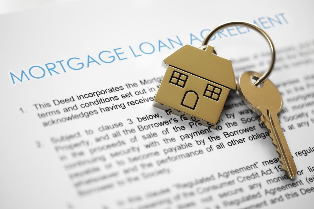 mortgage agreement and house keys